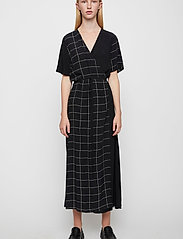 Just Female - Halle maxi wrap dress - everyday dresses - half check aop - 0