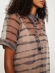 Just Female - Moca polo dress - midi dresses - uneaven lines aop - 5