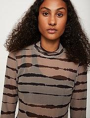Just Female - Houston turtleneck - long-sleeved tops - uneaven lines aop - 3
