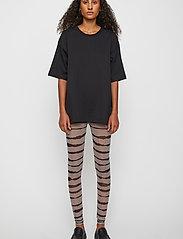 Just Female - Houston leggings - leggings - uneaven lines aop - 0