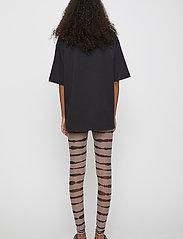 Just Female - Houston leggings - leggings - uneaven lines aop - 3