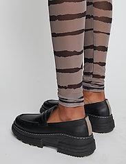 Just Female - Houston leggings - leggings - uneaven lines aop - 4