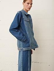 Just Female - Thunder jacket 0104 - denim jackets - middle blue mix - 4