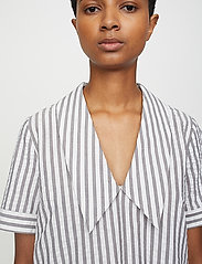 Just Female - Rialto blouse - short-sleeved blouses - pavement stripe - 4