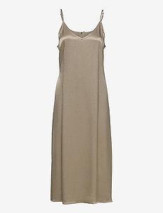 Delta singlet dress - midi kjoler - fungi