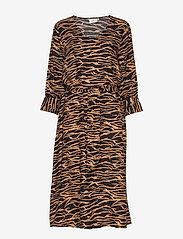 Kaffe - KAseba Dress - midimekot - tiger's eye - 0