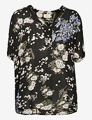 Kaffe - KAekua Amber Blouse - kortærmede bluser - black multi color flower print - 1