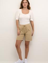 Kaffe - KAnaya Shorts - shorts casual - classic sand - 3