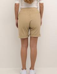Kaffe - KAnaya Shorts - shorts casual - classic sand - 5