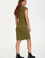 Kaffe - India V-Neck Dress - hverdagskjoler - capulet olive - 4
