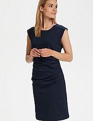 Kaffe - India Round-Neck Dress - midi kjoler - midnight marine - 0