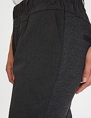 Kaffe - Jillian Pants - bukser med smalle ben - dark grey melange - 4
