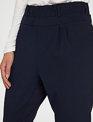 Kaffe - Jillian Pants - stuprörsbyxor - midnight marine - 4