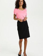 Kaffe - Anna V-Neck T-Shirt - t-shirts - candy pink - 3