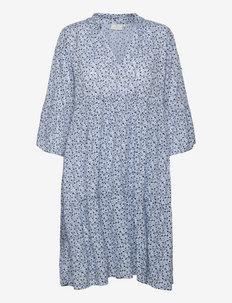 KAberna Amber Dress - sommerkjoler - chambray blue petitefleur