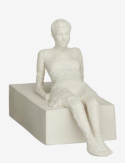 Character The Attentive One H13 - skulpturer & porselensfigurer - unglazed