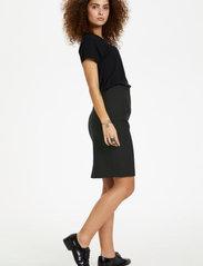 Karen By Simonsen - SydneyKB Pencil Skirt - midi kjolar - black - 4