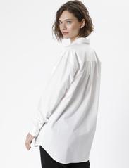 Karen By Simonsen - NinjaKB Shirt - denimskjorter - bright white - 5