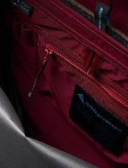 Klättermusen - Wunja Backpack 21L - sportstasker - raven - 3