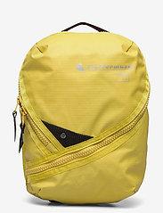 Klättermusen - Jera Travel Organizer 3L - sportstasker - dusty yellow - 0
