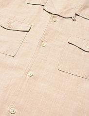 Knowledge Cotton Apparel - WAVE Cuban collar SS shirt w/chest - linnen overhemden - light feather gray - 3