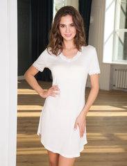 Lady Avenue - Silk Jersey - Nightgown w.sleeve - nachtjurken - off-white - 0