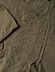 Lauren Ralph Lauren - Embroidered Bell-Sleeve Top - langærmede bluser - dry olive - 4
