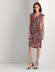Lauren Ralph Lauren - Floral Pleated Surplice Dress - midi kjoler - vibrant garnet/co - 0