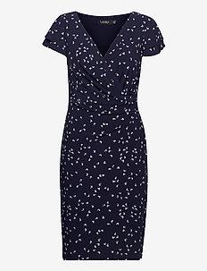 Print Jersey Surplice Dress - hverdagskjoler - lighthouse navy/c
