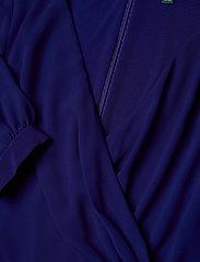 Lauren Women - Surplice Georgette Dress - slå-om-kjoler - cannes blue - 2