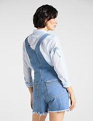Lee Jeans - BIB SHORT - buksedragter - light trashed - 3