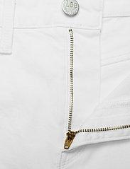 Lee Jeans - MOM SHORT - denimshorts - off white - 3