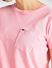 Lee Jeans - GARMENT DYED TEE - t-shirts - la pink - 4