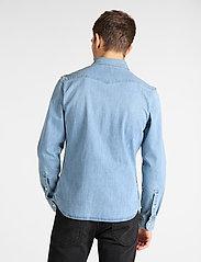 Lee Jeans - LEE WESTERN SHIRT - podstawowe koszulki - frost blue - 3