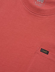 Lee Jeans - SS POCKET TEE - basic t-shirts - washed red - 2