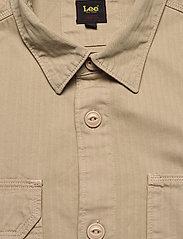 Lee Jeans - BOX POCKET OVERSHIRT - tops - service sand - 2
