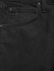Lee Jeans - 5 POCKET SHORT - denim shorts - black rinse - 2