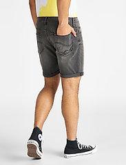 Lee Jeans - RIDER SHORT - farkkushortsit - moto worn in - 3
