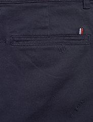 Les Deux - Pascal Embroidery Chino Shorts - chinos shorts - dark navy - 4
