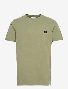 Piece T-Shirt - kortærmede t-shirts - lichen green/dark navy-off white