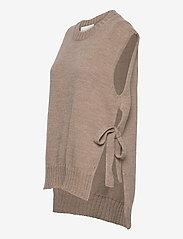 Levete Room - LR-GYMLA - knitted vests - l9825 - light beige melange - 2