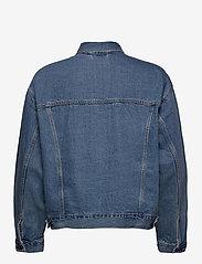 LEVI´S Men - STAY LOOSE TRUCKER HANG LOOSE - denim jackets - light indigo - worn in - 2