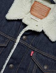 LEVI´S Men - TYPE 3 SHERPA TRUCKER ROCKRIDG - denim jackets - med indigo - worn in - 3