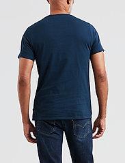 LEVI´S Men - GRAPHIC SETIN NECK GRAPHIC H215 MIDTON - kortermede t-skjorter - blues - 3