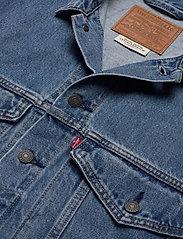 LEVI´S Men - STAY LOOSE TRUCKER HANG LOOSE - denim jackets - light indigo - worn in - 3