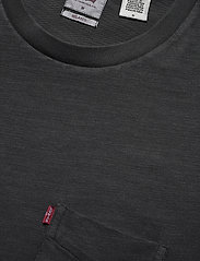 LEVI´S Men - RELAXED FIT POCKET TEE GARMENT - podstawowe koszulki - blacks - 2