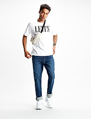 LEVI´S Men - RELAXED GRAPHIC TEE 90S SERIF - short-sleeved t-shirts - neutrals - 0