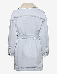 LEVI´S Women - REVERSIBLE SHERPA COAT REVERSE - lette frakker - med indigo - worn in - 2
