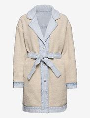 LEVI´S Women - REVERSIBLE SHERPA COAT REVERSE - lette frakker - med indigo - worn in - 3