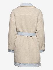 LEVI´S Women - REVERSIBLE SHERPA COAT REVERSE - lette frakker - med indigo - worn in - 4